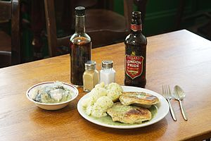 Pie and mash - Pie mash and liquor with jellied eels