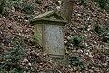 Grabštejn - vojenský prostor, hrob papouška.jpg