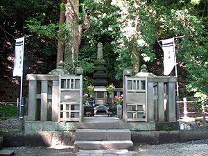 Minamoto no Yoritomo - Grave of Yoritomo in Kamakura