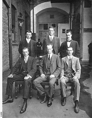 Alfred Hodgeman - Image: Group photograph Sir Douglas Mawson and AAE members B 4866