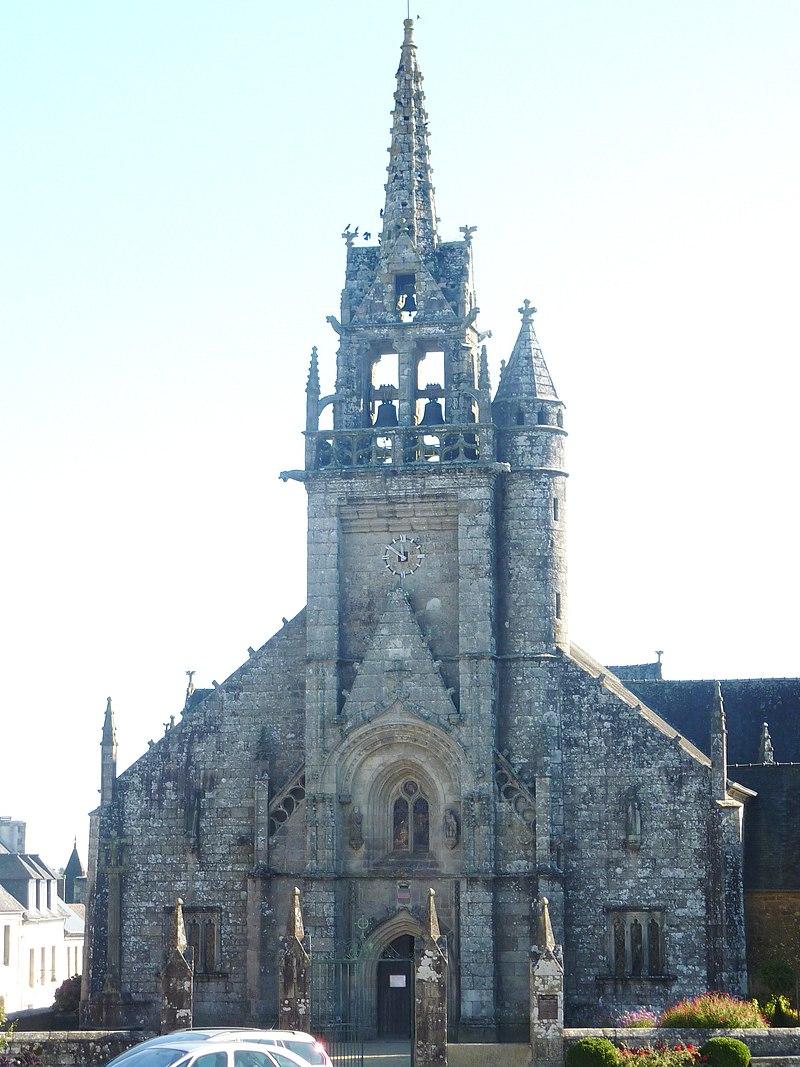 Bretagne - Guerlesquin 800px-Guerlesquin_12_L%27%C3%A9glise_paroissiale_Saint-T%C3%A9n%C3%A9nan