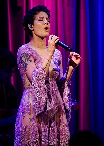 Halsey performing at The GRAMMY Museum in May 2016 Halsey Grammy Museum 2016 (27256690335).jpg