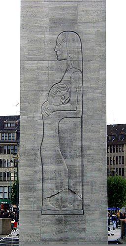 Hamburski pomnik chwały: Matka w żałobie z dzieckiem