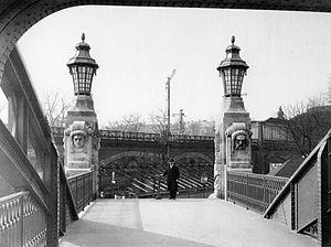 Bruno Möhring - Gerickesteg pedestrian bridge at Bellevue S-Bahn station, Berlin, as originally built to Möhring's design (1915)