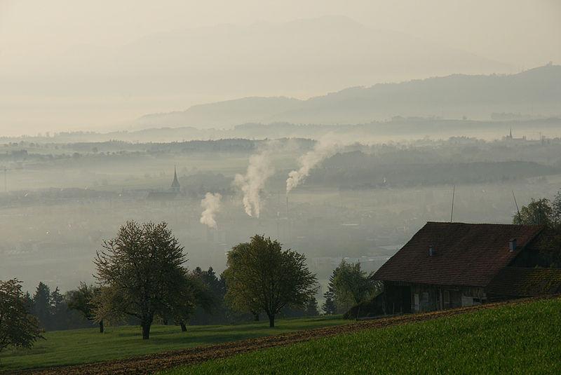 File:Hochdorf-im-Morgennebel.jpg