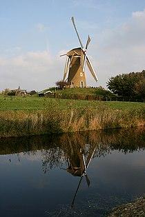 Hoofddorp - molen De Eersteling m weerspiegeling.jpg