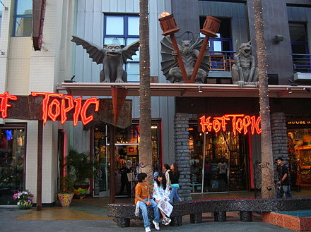Hot Topic at Universal CityWalk in Hollywood, California, displaying the Hot Topic logo used during the peak of the company's popularity. Hot Topic, Universal CityWalk Hollywood.JPG