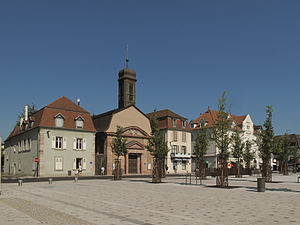 Huningue - Image: Huningue, Place Abbatucci met ancienne église Saint Louis PA00085460 foto 5 2013 07 21