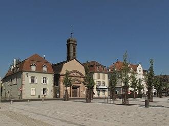 Huningue - Image: Huningue, Place Abbatucci met ancienne église Saint Louis PA00085460 foto 5 2013 07 21