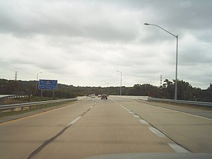 Interstate 195 (Maryland) - I-195 eastbound at bridge over I-895