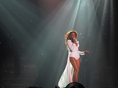 http://upload.wikimedia.org/wikipedia/commons/thumb/2/2c/I_Am..._Tour_32.jpg/230px-I_Am..._Tour_32.jpg