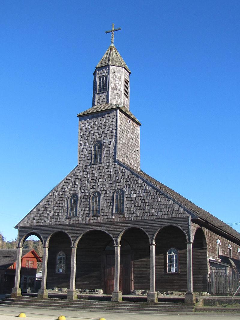 Iglesia de Achao - fachada.JPG