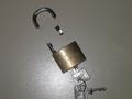 Image-Wikimania--5 agosto--Broken lock.png