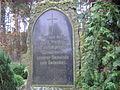 Inschrift auf dem Gedenkstein des neuen Kiekebuscher Friedhofes.jpg