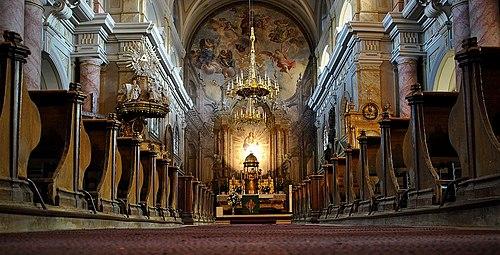 "Interior al Bisericii parohiale romano-catolice ""Sf. Treime"""