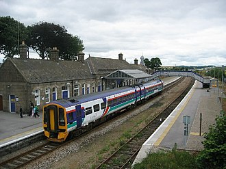 Inverurie railway station - Southbound train at Inverurie station in 2005