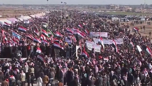 Dulaim -  Demonstrators protesting against Maliki in Ramadi in the square of pride and dignity (Al-Bu Farraj)