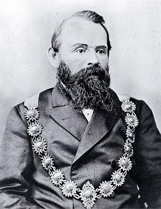 George Ruddenklau - Ruddenklau wearing mayoral chains