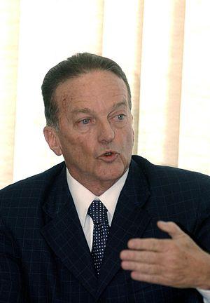 {{pt|O político brasileiro Jorge Bornhausen.