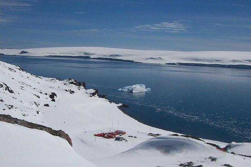 File:Juan Carlos I Antarctic Base, Hurd Peninsula, Livingston Island, Antarctica.jpg