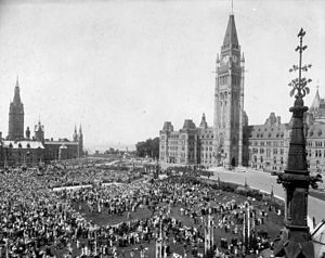Canada Day - Crowds on Parliament Hill celebrate Dominion Day, 1927, the diamond jubilee of Confederation