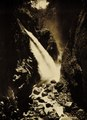 KITLV - 75199 - Kurkdjian, Fotograaf George P. Lewis, aldaar werkzaam - Sourabaya, Java - Gorge Banjoepait in Ijen Mountains in East Java - circa 1920.tif