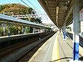 Keikyu-railway-Horinouchi-station-platform.jpg