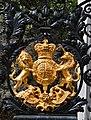 Kew Gardens, Elizabeth Gate, crest 1.jpg