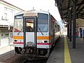 Kiha120 at Niimi Station 20180326.jpg