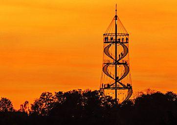 Killesbergturm in der Stuttgarter Abendsonne.jpg