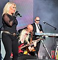 Kim Wilde and her Band Rocking out! (14543066914).jpg