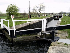 Kings Road Lock on the Aire and Calder Navigation - geograph.org.uk - 395329.jpg