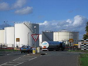 Kingsbury Oil Terminal - Image: Kingsbury Oil Depot geograph.org.uk 70103