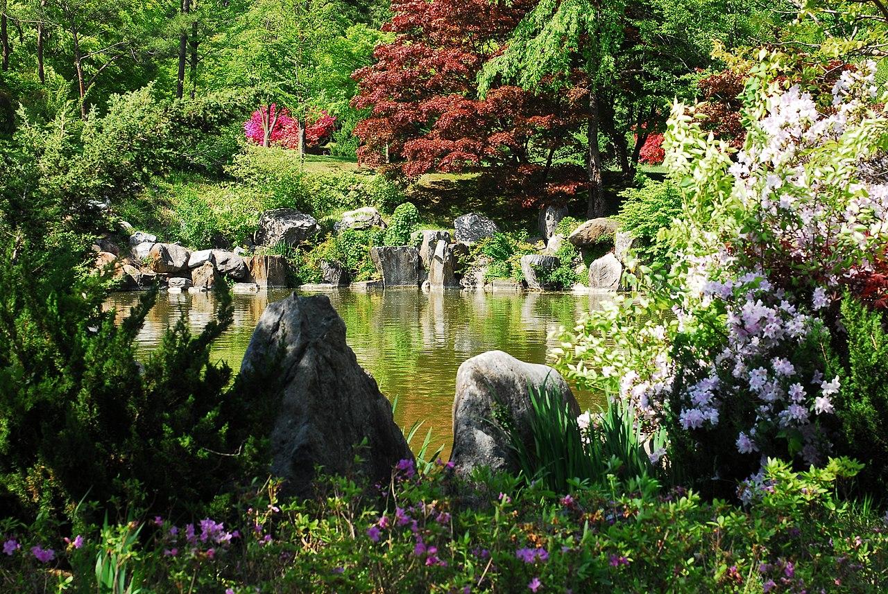 FileKorea-Asan-Spring Garden Near Hyeonchungsa-01.jpg - Wikimedia Commons