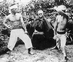 Ảnh các võ sĩ Karate ngày xưa cởi trần biểu diễn và thi đấu.