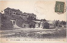 Carte postale représentant la station terminus du chemin de fer du Mont-Revard au sommet avec ses hôtels