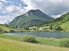 Le lac devant le chef-lieu de La Thuile.