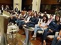 La alcaldesa, con las campeonas de hockey del Club de Campo Villa de Madrid (04).jpg
