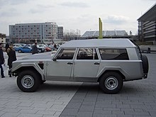https://upload.wikimedia.org/wikipedia/commons/thumb/2/2c/Lamborghini_LM002_Brunei_1989_side_2009-03-14_A.jpg/220px-Lamborghini_LM002_Brunei_1989_side_2009-03-14_A.jpg
