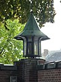 Landerd, Schaijk kerkhofmuur lantaarn.JPG