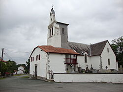 Lantabat St-Martin (Pyr-Atl, Fr) church St.Martin sideview.JPG