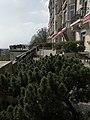 Lausanne Palace, balcon (avril 2019).jpg