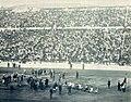 Le Tir à la corde dans le stade d'Atène, lors des Jeux intercalaires de 1906.jpg