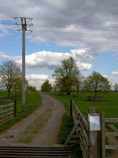 File:Leaving Exton by bridleway - geograph.org.uk - 1276709.jpg