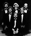 "Les Luthiers for the premiere of ""Humor dulce hogar"", 1985.jpg"