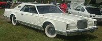 Lincoln Continental Mark V (Auto classique Laval '10).jpg