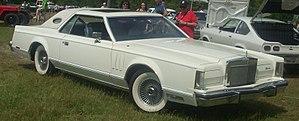 Lincoln Continental Mark V - Image: Lincoln Continental Mark V (Auto classique Laval '10)