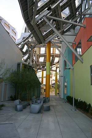 Lou Ruvo Center for Brain Health - Image: Lou Ruvo Center 2010 12 10 Atrium