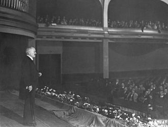 Ludvig Puusepp - Ludvig Puusepp giving a lecture during his visit to Warsaw, Poland, in 1930