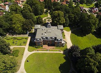 Etelsen Tierpark - Image: Luftaufnahmen Luftbild vom Schloss Etelsen 2015
